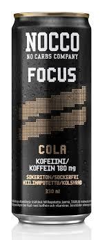 330ml NOCCO FOCUS med smak av cola, kolsyrad energidryck berikad med aminosyror, koffein och vitaminer